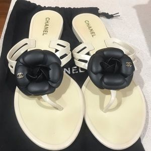 Chanel Camellia Jelly Sandals worn once size 9